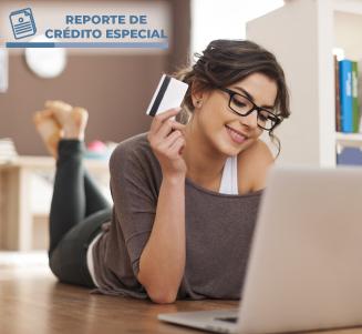 Mujer: cuida tu historial ¡y aprovecha los beneficios del crédito!